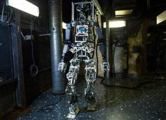 US Navy Firefighting Robot