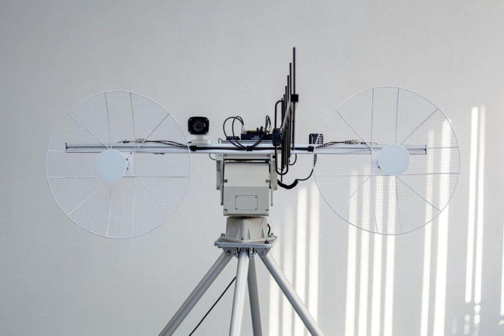 drone uav tracking ground antenna
