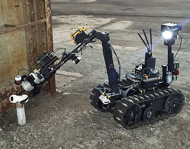 UGV with Persistent Systems MANET radio