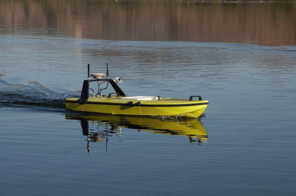 CEE-USV with Dynautics SPECTRE autopilot