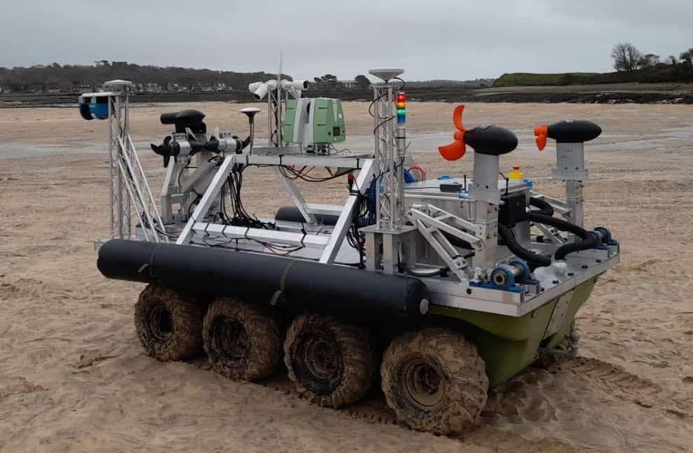 Amphibious survey vehicle with Dynautics MicroSPECTRE autopilot